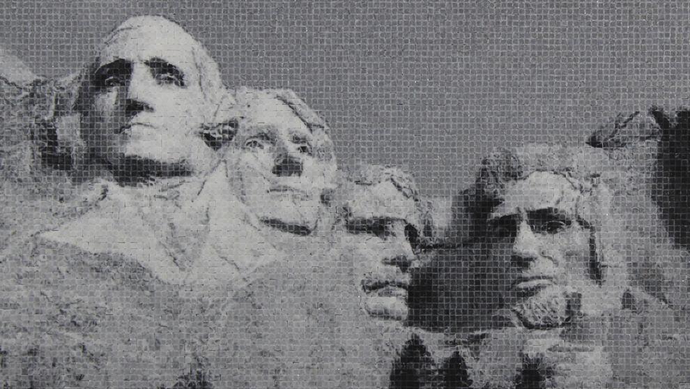 Mosaico de piezas de mármol de La montaña Rushmore de Estados...