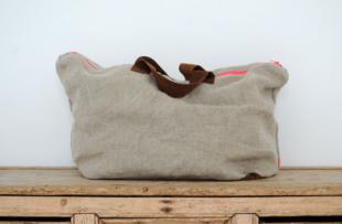 AllweloveDos catalanas diseñan el bolso que quieren todas