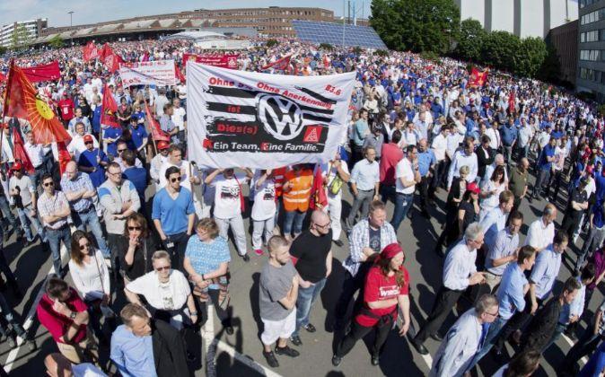 Empleados de Volkswagen se manifiestan esta semana en la planta de...