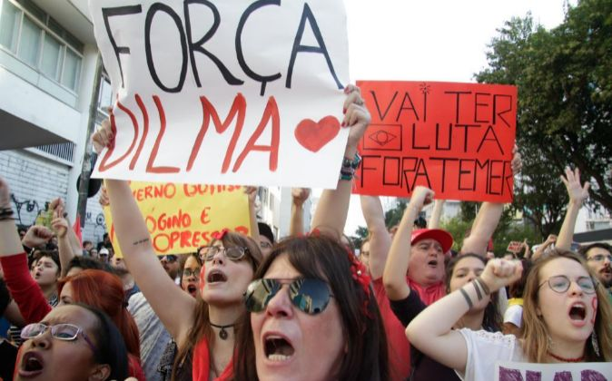 Miles de manifestantes protestan en Sao Paulo contra el gobierno del...