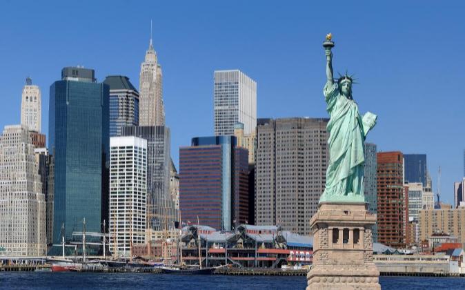 En EEUU, los bufetes no pueden contar con accionistas externos que no...