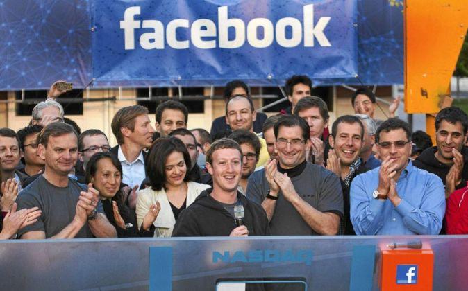 Mark Zuckerberg pronuncia unas palabras el día que Facebook comenzó...