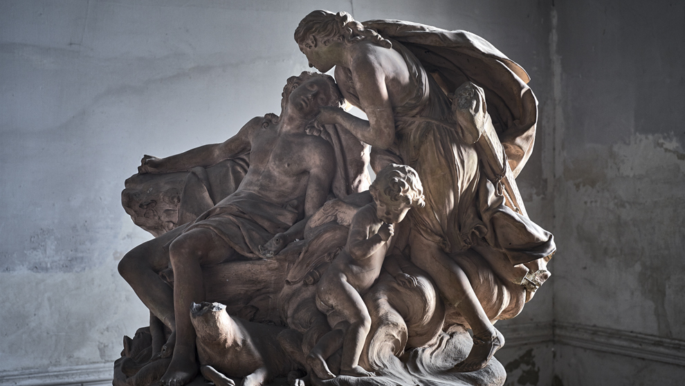 """""""Diana y Endimión"""", una escultura de terracota del artista..."""