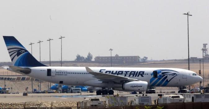 Un avión de la aerolínea EgyptAir en El Cairo (Egipto).