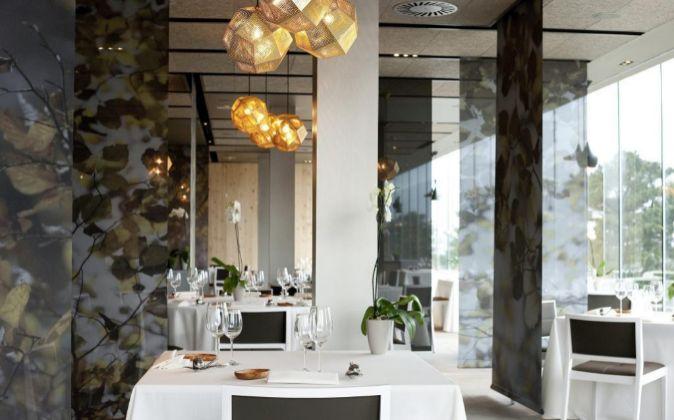 Interior del restaurante Azurmendi.