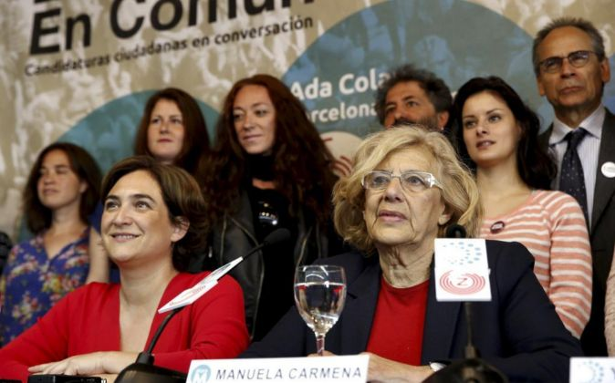 Ada Colau junto a Manuela Carmena.