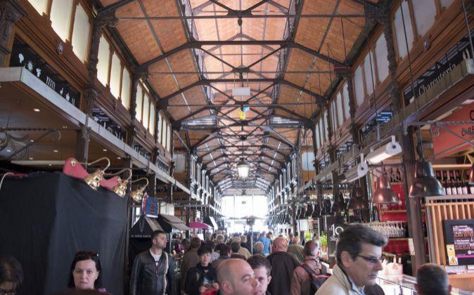 Muchos de los mercados sobreviven gracias a los turistas. En la...