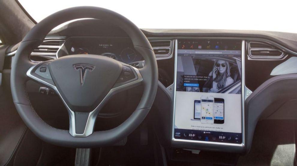 Imagen del interior del Tesla S70D que circula por Málaga.