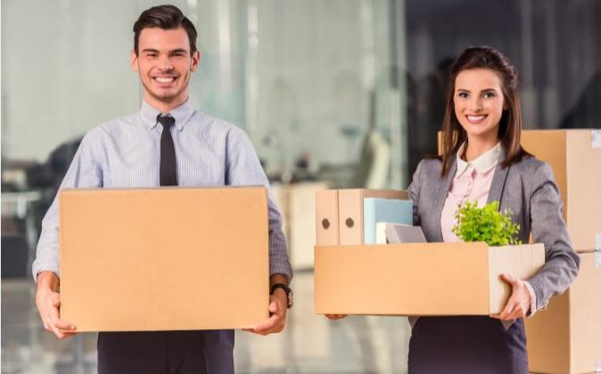 Trabajadores en su traslado a una nueva oficina