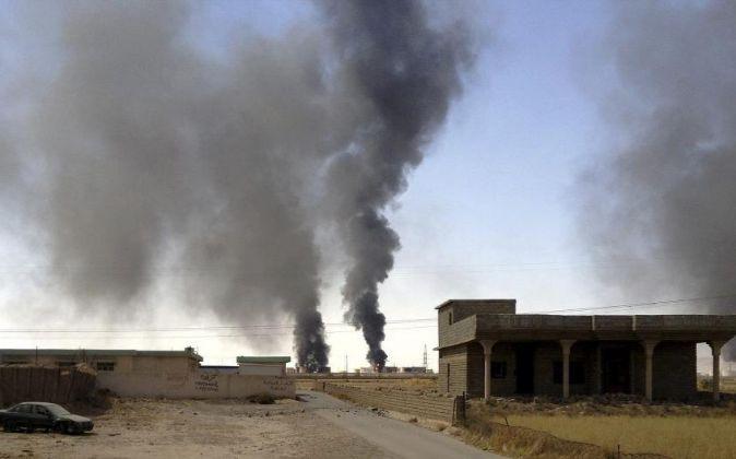 Imagen de archivo de un ataque a instalaciones petrolíferas en los...