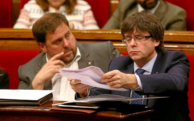 Puigdemont y Junqueras durante la sesión de control al ejecutivo...