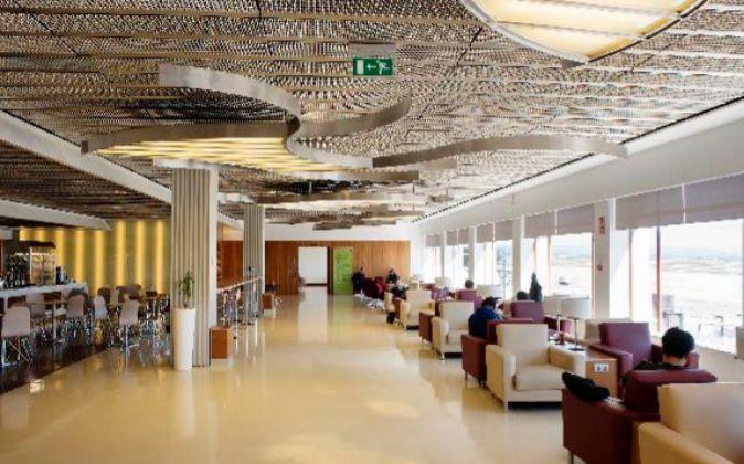 Una de las cinco salas VIP del Aeropuerto Adolfo Suárez Madrid...