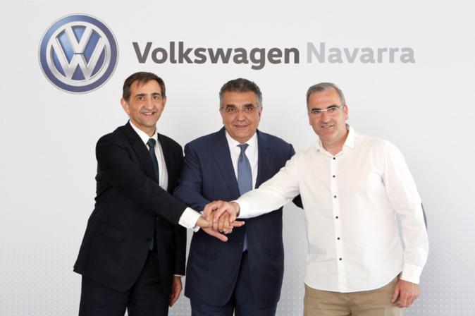 De izquierda a derecha: Emilio Sáenz, presidente de Volkswagen...