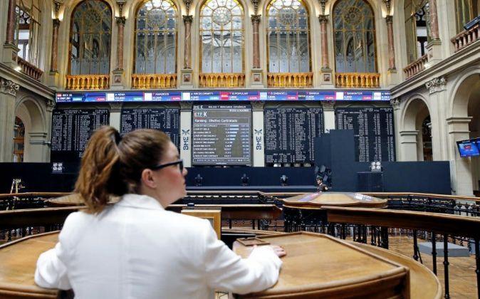 Panel informativo que muestra el principal selectivo de la Bolsa...