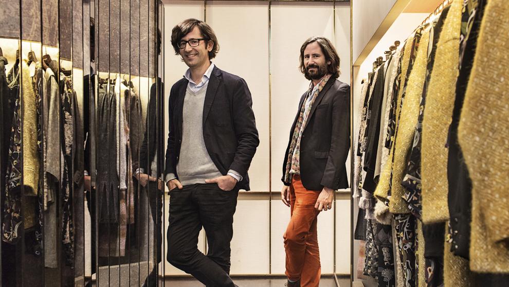 Los gemelos Aitor e Iñaki Muñoz, en su tienda de Barcelona.
