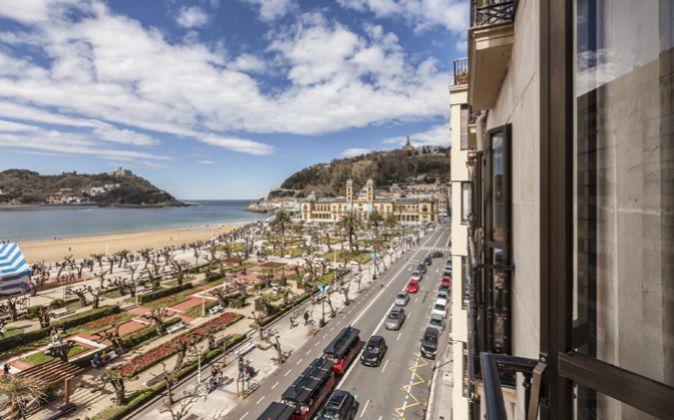 Imagen de la playa de La Concha desde una vivienda en la calle Hernani...
