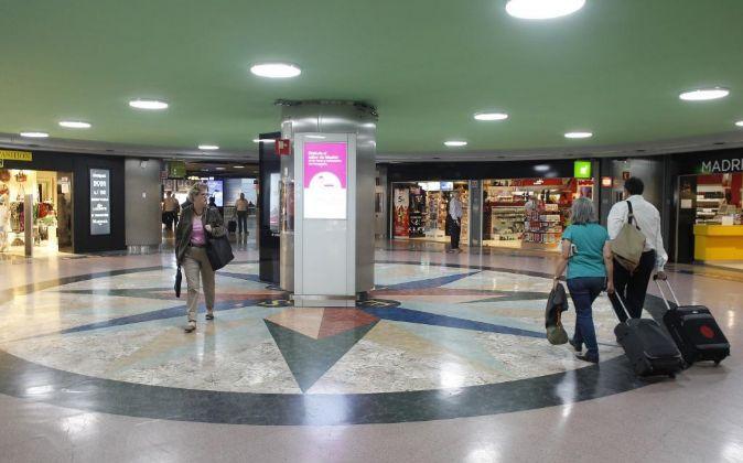 Tiendas en la Terminal 3 del aeropuerto de Barajas.