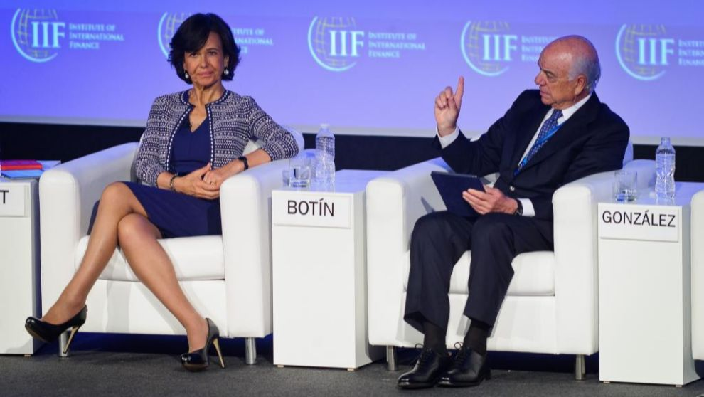 Ana Botín, presidenta de Santander, y Francisco González, presidente...