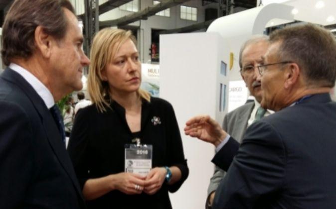 Marta Gastón, consejera de Economía, con el presidente del Port de...