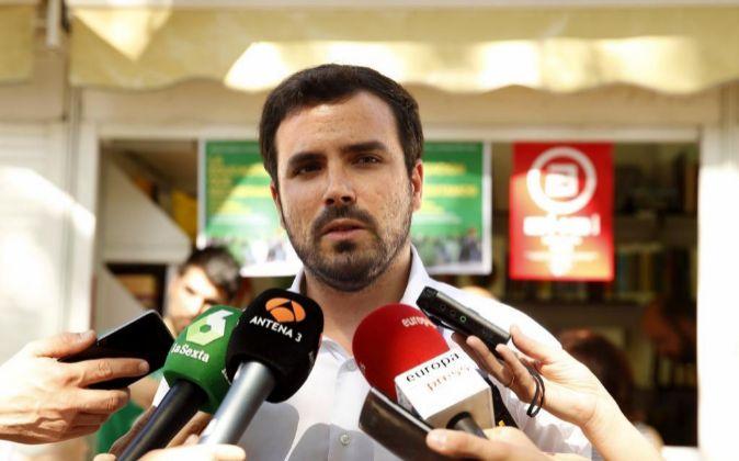 El coordinador federal de IU, Alberto Garzón (i)