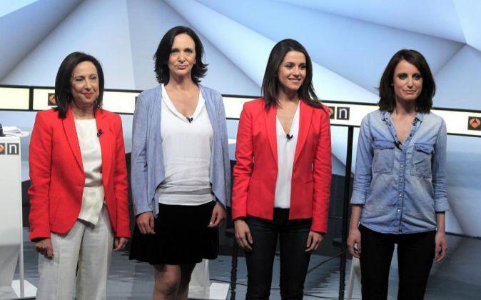 De izquierda a derecha, Margarita Robles (PSOE), Carolina Bescansa...