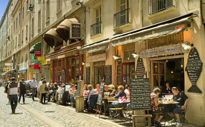 Una de las pintorescas calles de Lyon.
