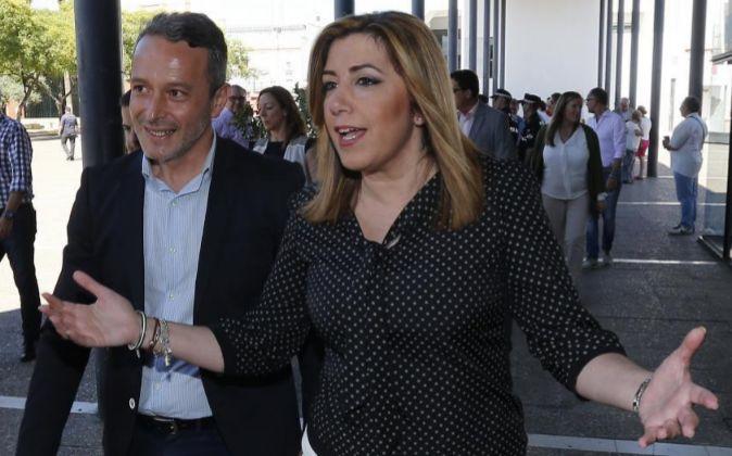 La presidenta de la Junta, Susana Díaz junto al alcalde de Camas,...
