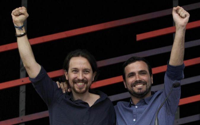El candidato de Unidos Podemos a la Presidencia, Pablo Iglesias (i),...