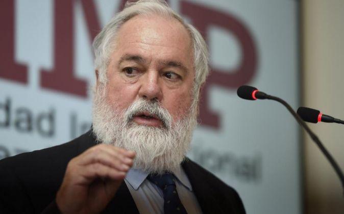 El comisario de Energía y Cambio Climático de la UE, Miguel Arias...