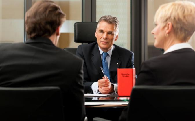 Las comunicaciones entre cliente y abogado son inviolables y sólo...