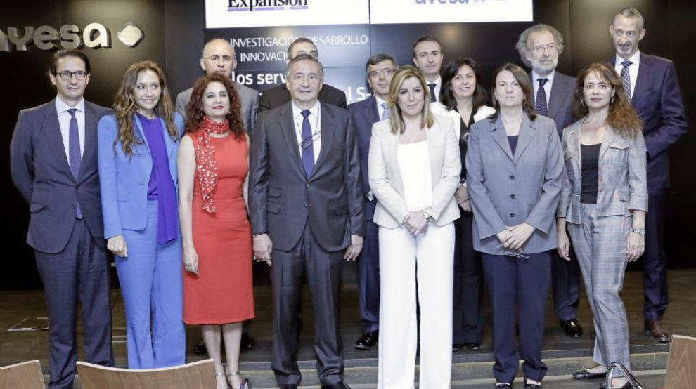 En primera fila y de izquierda a derecha, José Luis Manzanares...
