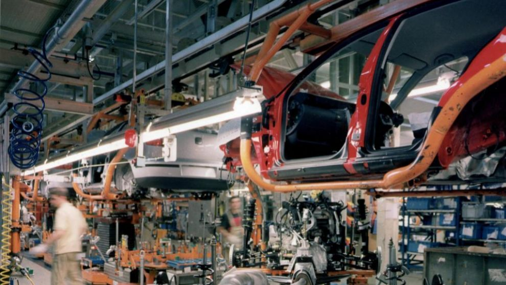 Cadena de montaje de una factoría de coches.