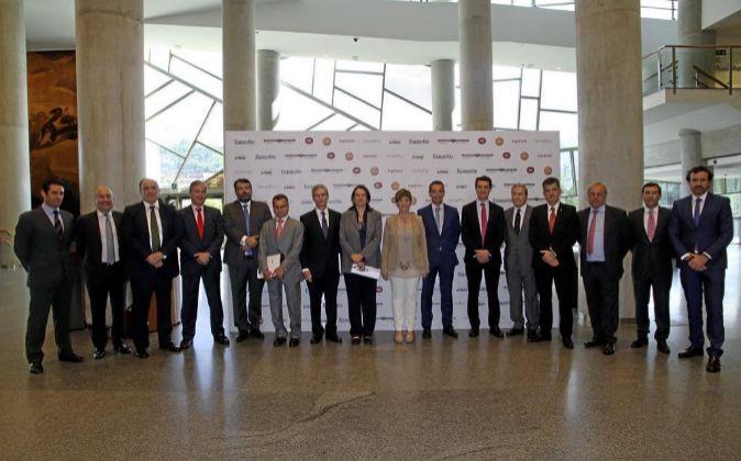 De izquierda a derecha, Ignacio Lecumberri, director general de...