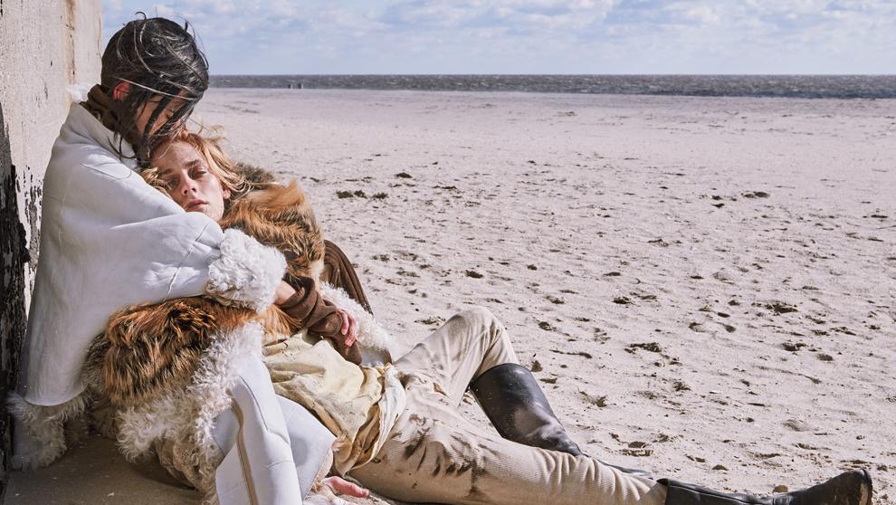 Los modelos Afra Cuellar y Alek Mikhail, en una imagen de la campaña...