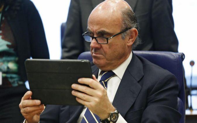 El ministro de Economía en funciones, Luis de Guindos, al inicio de...