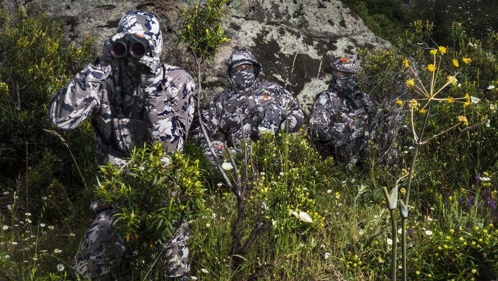 Los tres socios de Onca probando sus prendas en la Sierra de Madrid....