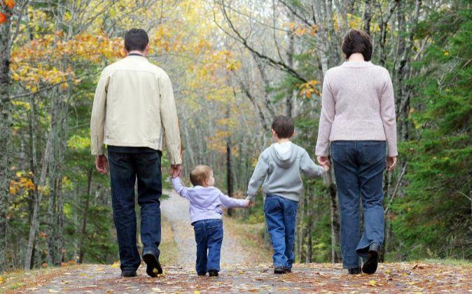 Los partidos proponen medidas para mejorar la conciliación familiar.