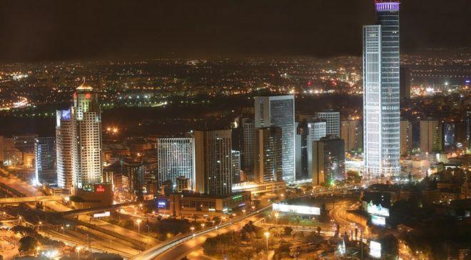 Tel Aviv, de noche.