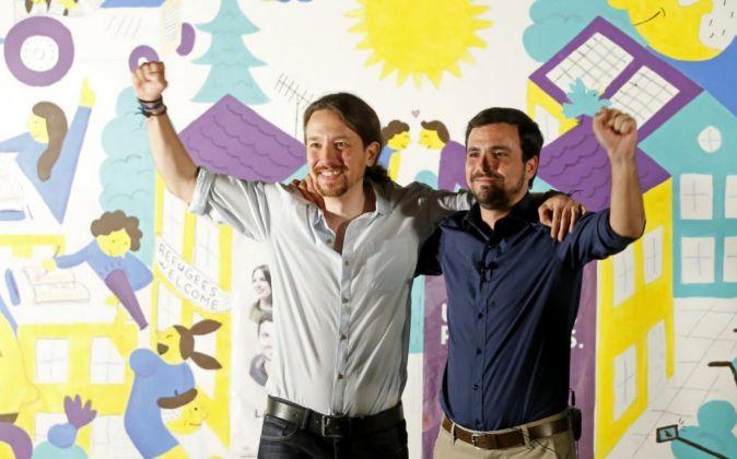 Pablo Iglesias junto a Alberto Garzón.