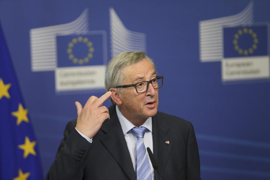 El presidente de la Comisión Europea, Jean-Claude Juncker, ofrece una...