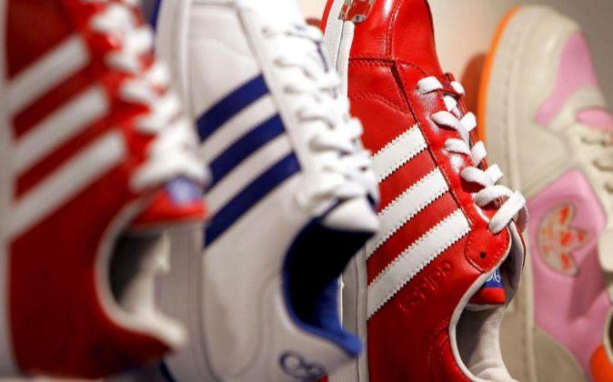 huge discount dd725 82fe0 Adidas y Puma ganan con el auge del calzado  retro