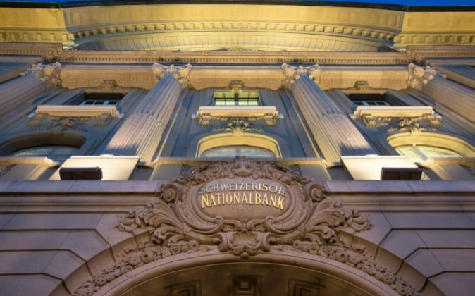 Vista de la fachada del Banco Nacional Suizo