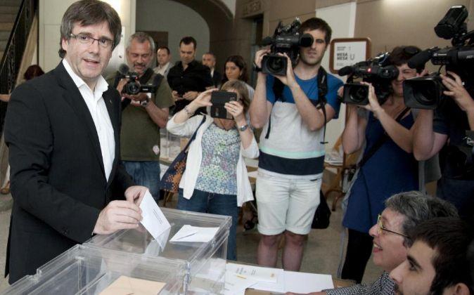 El presidente de la Generalitat, Carles Puigdemont, ha depositado su...