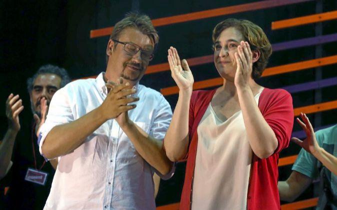 El candidato de En Comú Podem, Xavier Doménech, y la alcaldesa de...