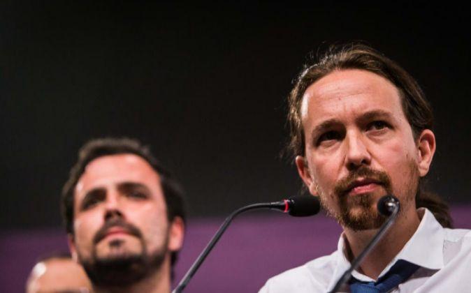 Pablo Iglesias y Alberto Garzón, anoche en la comparecencia para...