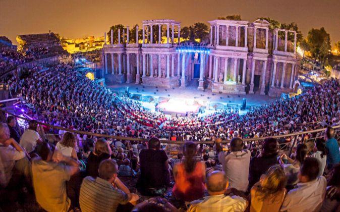 El imponente escenario del Teatro Romano de Mérida ve como cada...