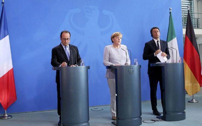 Hollande, Merkel y Renzi, tras el encuentro que han mantenido hoy en...