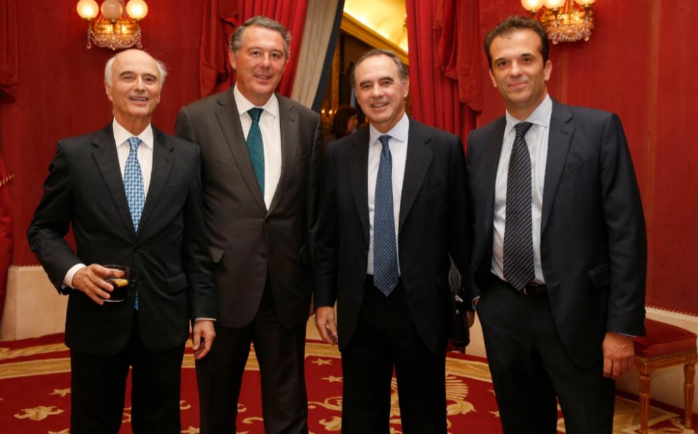 De izqda. a dcha., Gonzalo Ulloa, presidente de Gómez-Acebo &Pombo;...
