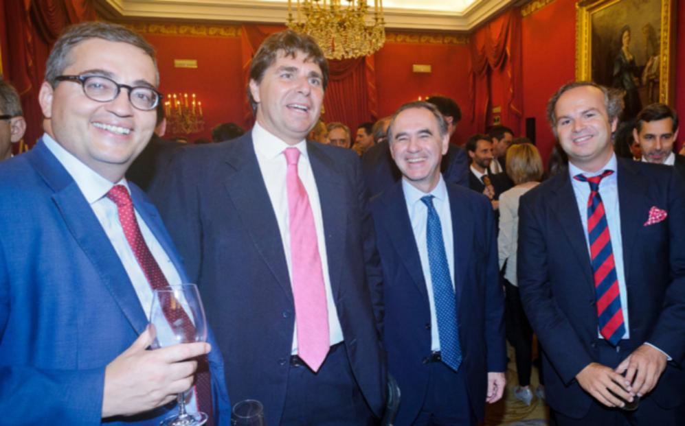 De izqda. a dcha., Salvador Ruiz, socio de Allen &Overy en España;...