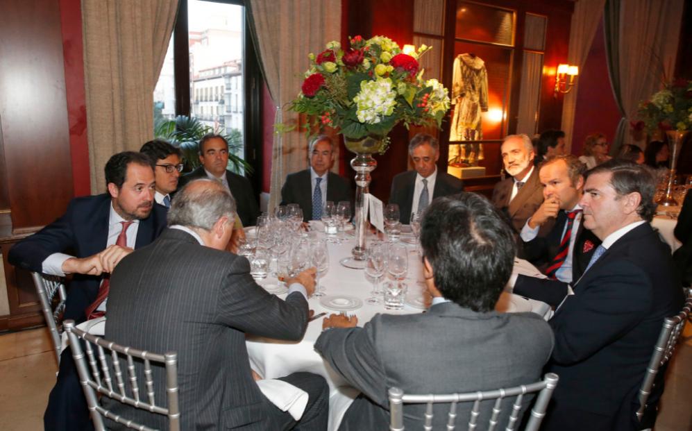 Socios directores y representantes de Olleros, Araoz & Rueda, Dutilh,...